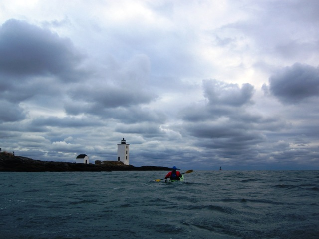 Paddling to Dutch Island Light.